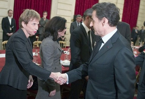 Sarkozy holds crisis meeting as election looms