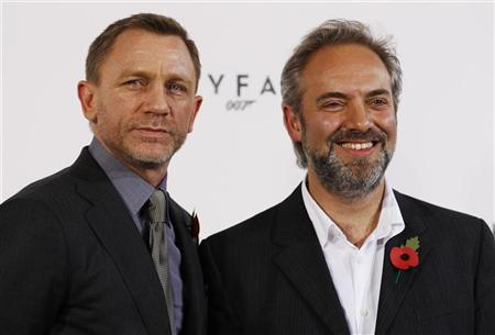 """Actor Daniel Craig and director Sam Mendes (R) pose   while launching the start of production of the new James Bond film """"SkyFall"""" at a restaurant in London November 3,   2011. REUTERS/Luke MacGregor"""