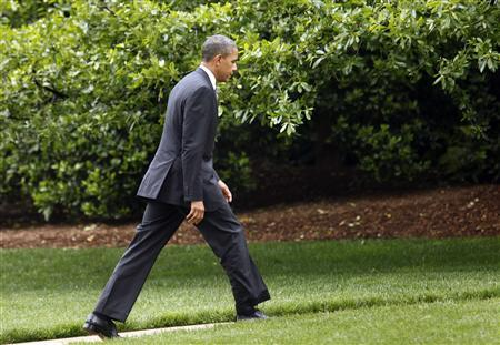 U.S. President Barack Obama walks to the Oval Office of the White House upon his return to Washington May 8, 2012. REUTERS/Yuri Gripas