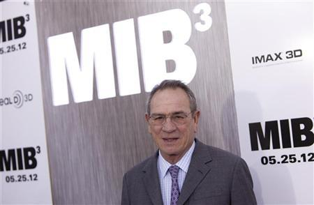 """Cast member Tommy Lee Jones arrives for the premiere of """"Men In Black 3"""" in New York May 23, 2012. REUTERS/Andrew Kelly"""
