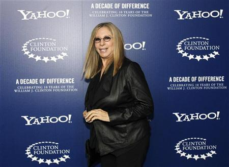"""Actress and singer Barbra Streisand arrives for """"A Decade of Difference: A Concert Celebrating 10 Years of the William J. Clinton Foundation"""" at the Hollywood Bowl in Hollywood, California October 15, 2011. REUTERS/Mario Anzuoni"""