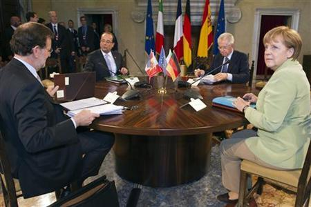 (From L) Spanish Prime Minister Mariano Rajoy, French President Francois Hollande, Italian Prime Minister Mario Monti and German Chancellor Angela Merkel attend a meeting at the Villa Madama in Rome June 22, 2012. REUTERS/Lionel Bonaventure/Pool