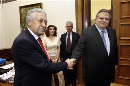 The leader of the Socialist PASOK party Evangelos Venizelos (R) meets the leader of the Democratic Left party Fotis Kouvelis in Athens June 19, 2012. REUTERS/John Kolesidis (GREECE - Tags: POLITICS ELECTIONS)
