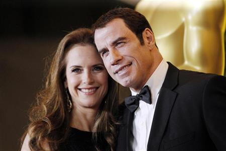 Actress Kelly Preston (L) and actor John Travolta (R) pose at the Academy of Motion Picture Arts and Sciences' 2011 Governors Awards in Hollywood, California November 12, 2011. REUTERS/Danny Moloshok