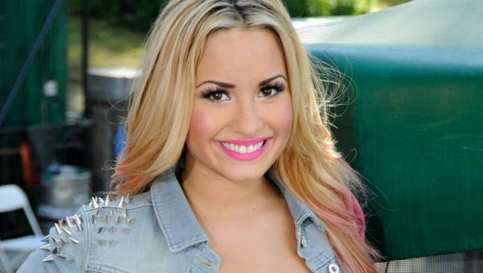 Demi Lovato to host Teen Choice Awards 2012