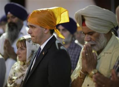 Wisconsin Governor Scott Walker attends a prayer service at the Sikh Temple in Brookfield, Wisconsin August 6, 2012. REUTERS/John Gress