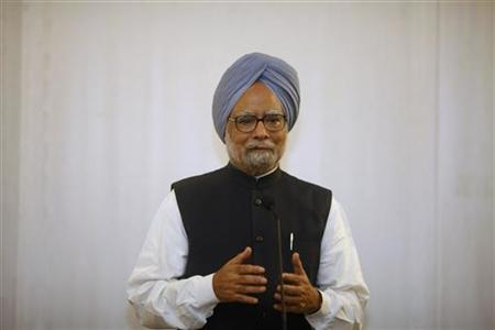 India's Prime Minister Manmohan Singh (R) talks to reporters during a news conference after a meeting with Myanmar pro-democracy leader Aung San Suu Kyi in Sedona Hotel in Yangon May 29, 2012. REUTERS/Soe Zeya Tun