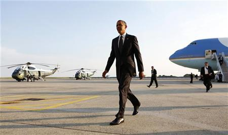 U.S. President Barack Obama walks from Air Force One upon his arrival at Kennedy Airport in New York August 22, 2012. REUTERS/Kevin Lamarque