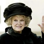 Actress Phyllis Diller arrives for a memorial mass for entertainer Bob Hope in North Hollywood, California in this August 27, 2003 file photo. Diller died at age 95 according to her talent agent August 20, 2012. REUTERS/Robert Galbraith/Files