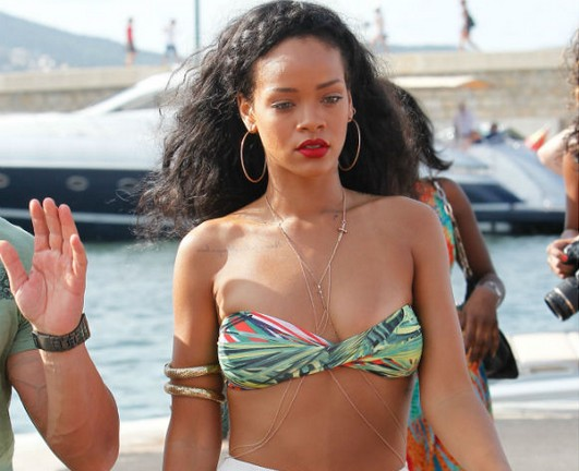 Rihanna 'Obsessed' With Chris Brown Admits She 'Misses Him' In Oprah Interview