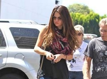 Selena Gomez Spotted 'Comfort Eating' Junk Food Amidst 'Justin Bieber Split Allegations'?