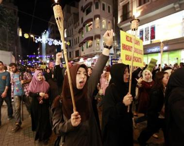 Protesters shout anti-U.S. slogans during a protest against a film produced in the U.S. that they said that was insulting to the Prophet Mohammad in Istanbul September 14, 2012. REUTERS/Osman Orsal