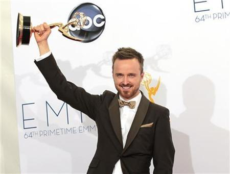 "Aaron Paul raises the Emmy award for outstanding supporting actor for a drama series for his role in ""Breaking Bad"" at the 64th Primetime Emmy Awards in Los Angeles September 23, 2012. REUTERS/Mario Anzuoni"