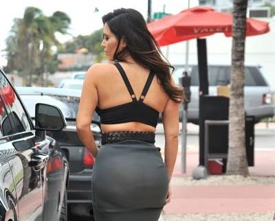 Kim Kardashian's Not a Fan of Underwear, Shows Off Crack