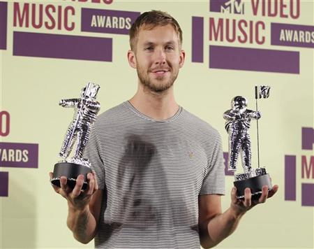 """DJ Calvin Harris poses backstage with statuettes after winning the award for """"Best Electronic Dance Music Video """" at the 2012 MTV Video Music Awards in Los Angeles, September 6, 2012. REUTERS/Danny Moloshok"""
