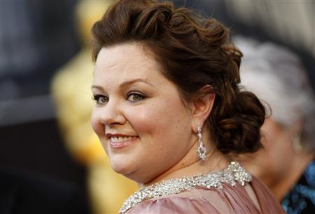 """Melissa McCarthy, best supporting actress nominee for her role in """"Bridesmaids"""", arrives at the 84th Academy Awards in Hollywood, California, February 26, 2012. REUTERS/Lucy Nicholson"""