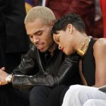 ding artist Rihanna leans her head on Chris Brown as they sit together courtside at the NBA basketball game between the New York Knicks and Los Angeles Lakers in Los Angeles December 25, 2012. REUTERS/Danny Moloshok