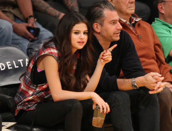 What Are You Drinking Selena? Selena Gomez Spotted Courtside At LA Lakers Game