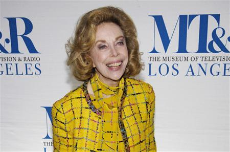 """Television personality Joyce Brothers arrives for the """"She Made It: Women Creating Television and Radio"""" salute at the Museum of Television & Radio in Beverly Hills, California, in this December 5, 2006, file photo. REUTERS/Chris Pizzello/Files"""