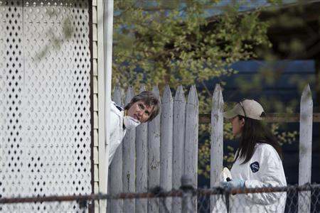 FBI agents search a home in Cleveland, Ohio, May 8, 2013, on the same street as a home where three Cleveland women were found alive after vanishing in their own neighborhood about a decade ago. REUTERS/John Gress