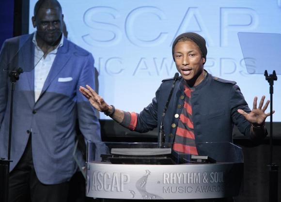 Rapper Williams accepts the Golden Note Award as Platt, president of EMI Music Publishing, looks on at the 25th Annual ASCAP Awards in Beverly Hills