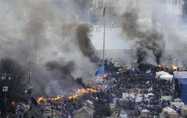 Anti-government protesters set fires in Independence Square in central Kiev