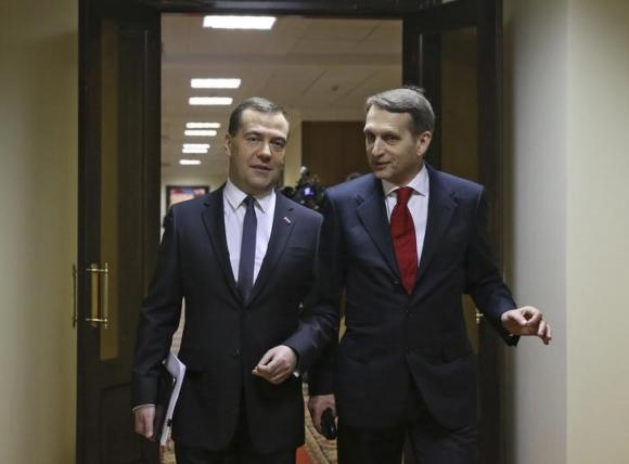 Russia's PM Medvedev and Speaker of State Duma Sergei Naryshkin walk before Medvedev's address to the lower house of parliament in Moscow