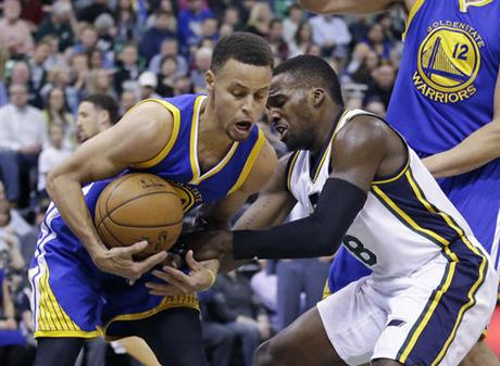 Stephen Curry, left and guard Shelvin Mack (8)