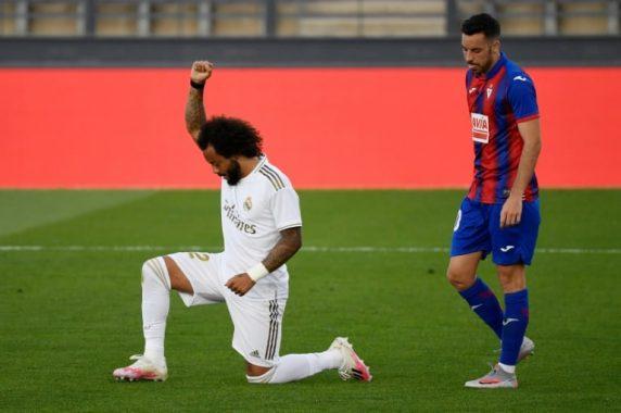 Marcelo knelt